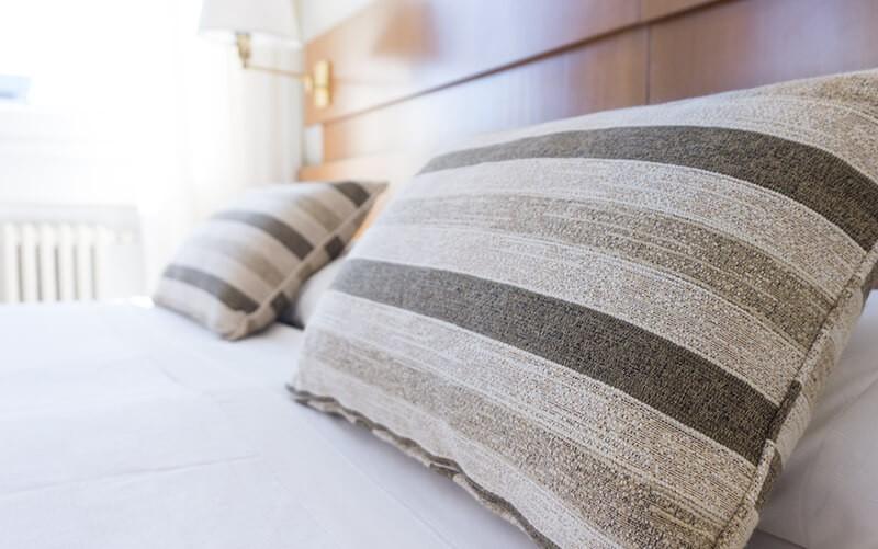 Cuscini sopra il letto