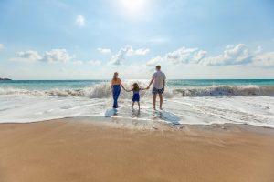 Famiglia in riva sulla spiaggia di Cervia